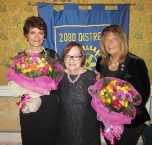 La consorte del nostro presidente assieme alle signore Mirella Perrone e Paola Santini Paggi